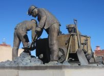 Coal_miners_monument,_Trinidad,_CO_IMG_5050a