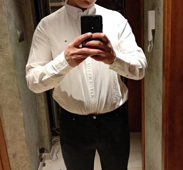 9abc0463dd10b Pasuje ta koszula wpuszczony w spodnie? Ja jestem starej daty i dla mnie  koszula w spodniach jest bardziej elegancka. Co Pan myśli o tej koszuli?